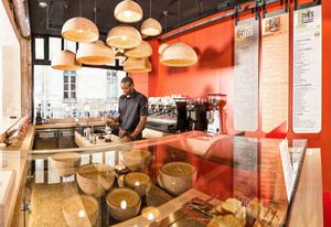 Nous restons ouverts ! Retrouvez votre café préféré dans les boutiques Malongo du lundi au samedi de 9h à 17h et le dimanche de 10h à 14h. Le Corner à Cap 3000 vous accueillera de 9h à 19h du lundi au samedi. Nos équipes vous attendent dans le strict respect des règles sanitaires. Découvrez nos offres machines pour Noël, nos produits et formules à emporter ! #CafésMalongo #Cafe #Coffeeshop #Nice #Paris #Coffeelover