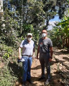 En cette fin d'année, l'un de nos chargés de mission en pays producteurs s'est rendu au Mexique. L'occasion de faire le point avec nos coopératives partenaires, notamment sur la gestion de la crise sanitaire. La pandémie limitant les rassemblements, les prises de décisions collectives sont ralenties, ce qui impacte la gestion des coopératives. Des formations et de la communication sur les gestes barrières ont été mises en place.  #Café #CafésMalongo #FairTrade #CommerceEquitable #Coffee
