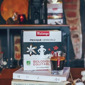 Accordez-vous un petit moment de détente. Rien de mieux qu'un bon café bio & équitable du Mexique pour accompagner sa séance de lecture. 📖 #Malongo #Cafesmalongo #Cafe #Coffee #Fairtrade #Commerceequitable