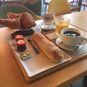 Notre formule petit-déjeuner vitaminé est parfaite pour commencer la journée plein de vitalité ! A partir de 7€90 dans tous nos Ateliers Barista. ☕️🥐🥖🧇  #cafesmalongo #coffee #petitdéjeuner #breakfast